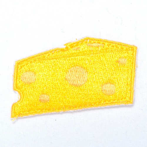 Syr žltý nášivka / šírka 5,2 cm x 2,5 cm výška /
